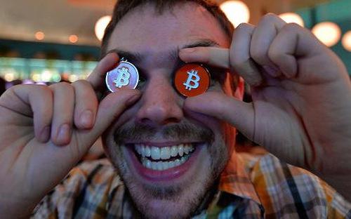Bất ổn chính trị trên toàn cầu đã khiến nhiều nhà đầu tư tìm đến Bitcoin như một tài sản an toàn - Ảnh: Getty/CNBC.
